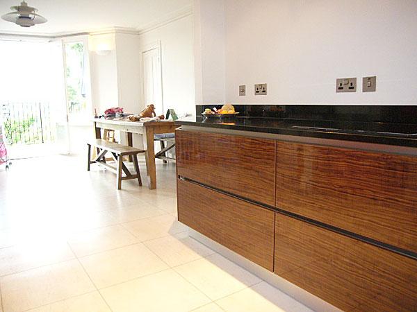Continues walnut grain - handless kitchen cupboard doors